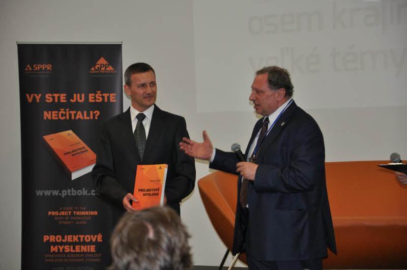 Autor Petr Všetečka (vľavo) a Alexandrer Tovb, ex-viceprezident IPMA, viceprezident SOVNET, Rusko