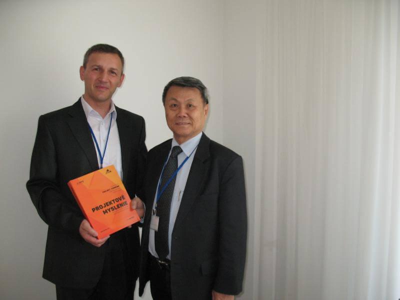 Autor Petr Všetečka (vľavo) a Robert Gan, PMP®, IDPM (Camb), AICA, Prezident Project Managemt Institute, Malaysia, Universiti Malaysia PAHANG