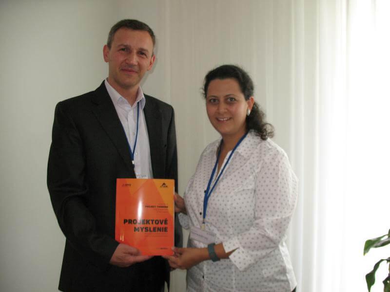 Autor Petr Všetečka (vľavo) a Niloofer (Darbary) Narendran, PMP®, Hawlett Packard Globalsoft, Indie