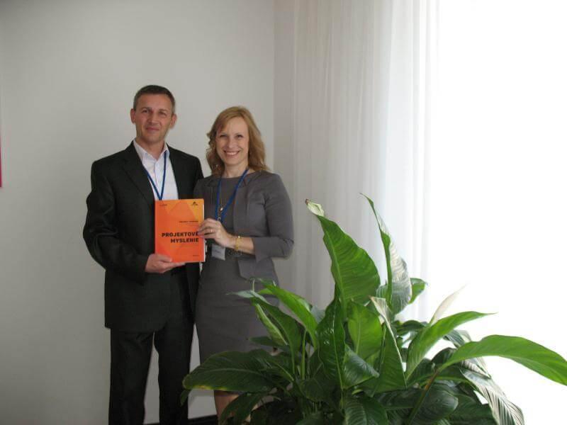 Autor Petr Všetečka (vľavo) a Silvia Drahošová, IPMA level A®, Prezident SPPR/Spoločnosť pre projektové riadenia, Slovensko
