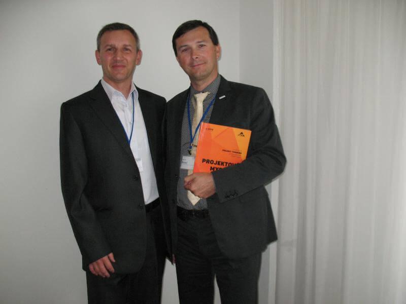 Autor Petr Všetečka (vľavo) a Miachael Motal, Prezident SPŘ/Společnosť pro projektové řízení, Česká republika